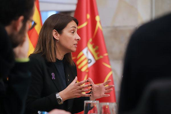 la consellera de Presidència de la Generalitat de Catalunya Meritxell Budó va rebre una delegació de periodistes d'alguns mitjans associats a l'ACPC